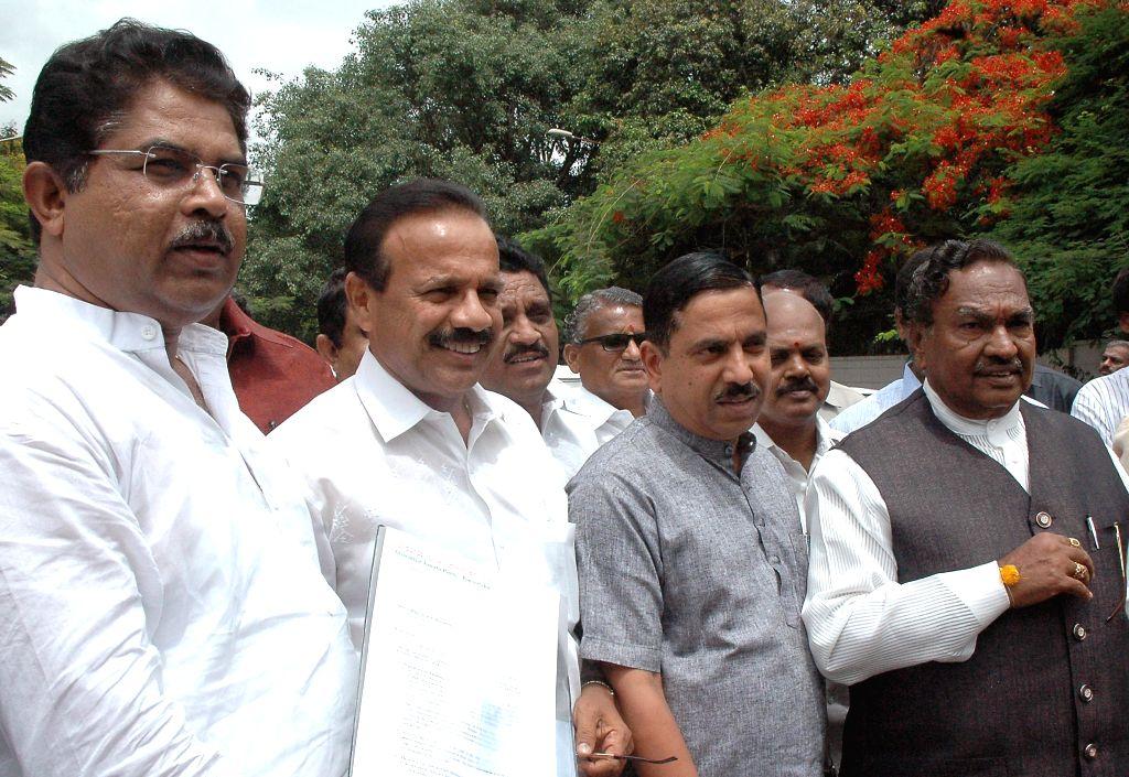 BJP leaders R Ashok, D.V. Sadananda Gowda, Prahlad Joshi, KS Eeshwarappa and Katta Subramaiam Naidu arrive to  submit a memorandum to Karnataka Governor H.R Bharadwaj against Congress led Karnataka .. - Prahlad Joshi and Katta Subramaiam Naidu