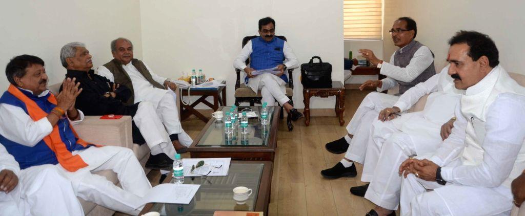 BJP leaders Rakesh Singh, Kailash Vijayvargiya, Narendra Singh Tomar and Shivraj Singh Chauhan during a party meeting ahead of Lok Sabha elections at the party's headquarters in Bhopal, on ... - Rakesh Singh, Narendra Singh Tomar and Shivraj Singh Chauhan