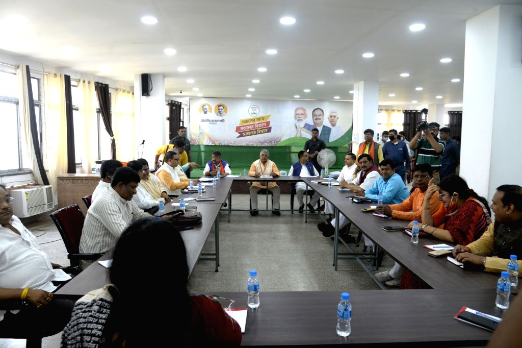 BJP MP and State President, Dilip Ghosh, National general secretary Kailash Vijayvargiya, National Vice President Mukul Roy with other leaders during a organisational meeting ahead of state ... - Dilip Ghosh and Mukul Roy