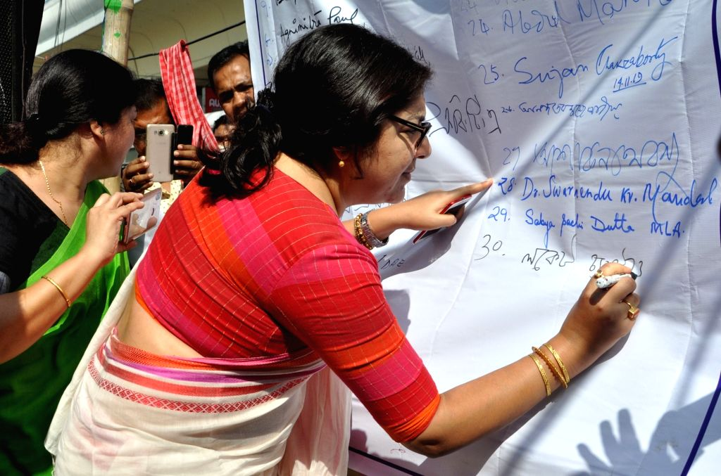 BJP MP Locket Chatterjee during West Bengal Para Teachers protest organised to press for their demands, in Kolkata on Nov 15, 2019. - Chatterjee
