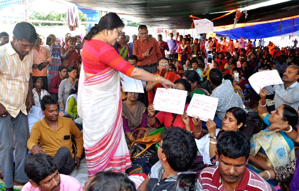 BJP MP Locket Chatterjee interacts with West Bengal Para Teachers during their protest to press for their various demands, in Kolkata on Nov 15, 2019. - Chatterjee