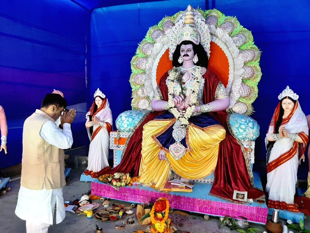 BJP MP Ram Kripal Yadav offers prayers to Lord Chandragupta during Chandragupta Puja in Patna on Oct 29, 2019. - Kripal Yadav