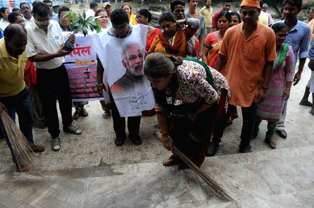"""BJP MP Roopa Ganguly participates in a cleanliness drive during """"Swachhata Hi Sewa"""" campaign outside Kalighat Temple in Kolkata on Sep 17, 2017."""