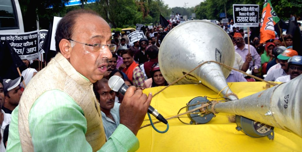 BJP MP Vijay Goel along with party workers stage a demonstration against water tanker scam infront of Delhi Chief Minister Arvind Kejriwal's residence in New Delhi on July 2, 2016. - Arvind Kejriwal