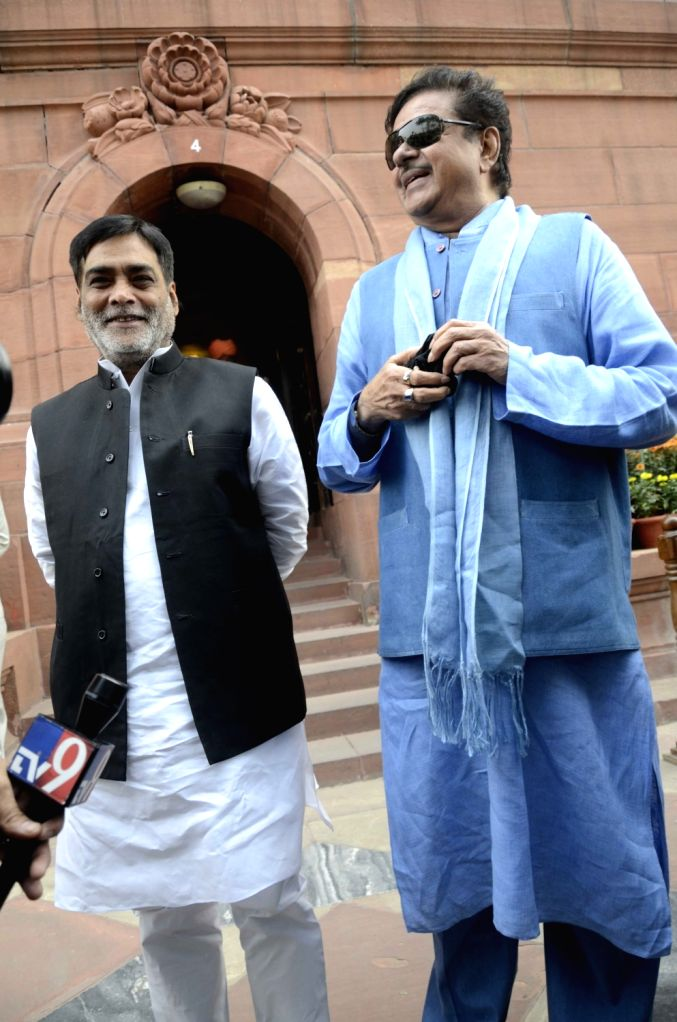 BJP MPs Ramkripal Yadav and  Shatrughan Sinha during the winter session of the Parliament in New Delhi, on Dec 1, 2015.