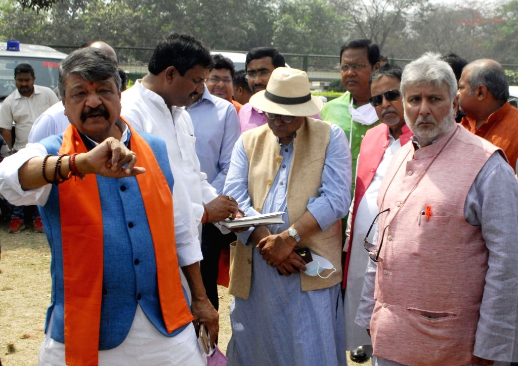 BJP National General Secretary, Kailash Vijayvargiya, National Vice-President Mukul Roy with other leaders inspect Brigade Parade Ground ahead of Prime Minister Narendra Modi's rally in ... - Narendra Modi and Mukul Roy