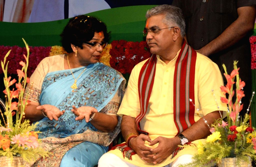 """BJP National Mohila Morcha President Vijaya Rahatkar in a conversation with party's West Bengal President Dilip Ghosh at a workshop on """"One Nation One Constitution"""" in Kolkata on ... - Dilip Ghosh"""
