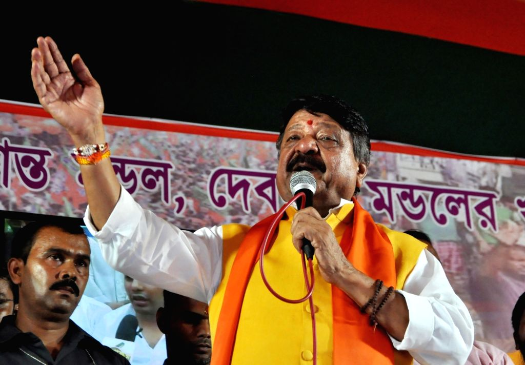 BJP National Secretary Kailash Vijayvargiya addresses during a demonstration against Sandeshkhali killings, in Kolkata on Sep 4, 2019.