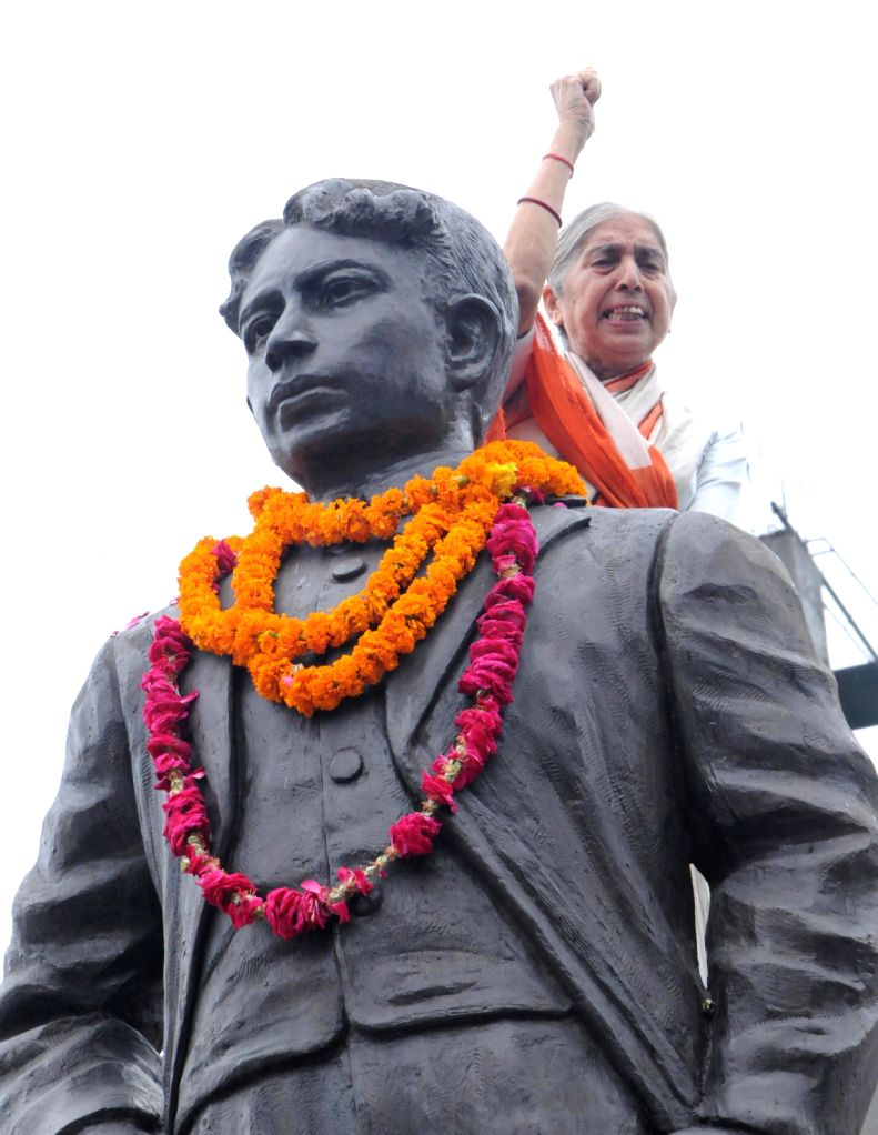 BJP National Vice President Laxmi Kanta Chawla  paying tribute on Martyrdom day of legendary Freedom Fighter Madan Lal Dhingra on his 104th death anniversary held at Amritsar on August 17, 2013. ...