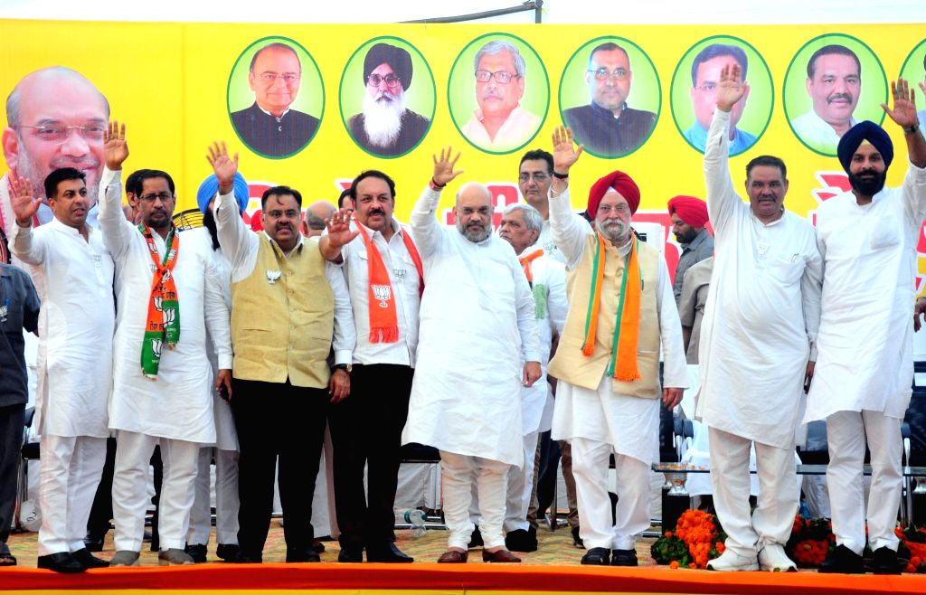 BJP president Amit Shah, party's candidate for Amritsar Hardeep Singh Puri during a public rally ahead of the 2019 Lok Sabha elections, in Amritsar on May 12, 2019. - Amit Shah