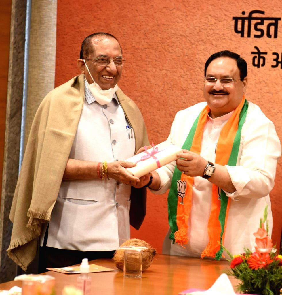 BJP President JP Nadda greets party veteran Vijay Kumar Malhotra during a programme on the occasion of Bharatiya Jansangh leader Deendaya Upadhyaya birth anniversary at BJP head office in New Delhi. - Vijay Kumar Malhotra