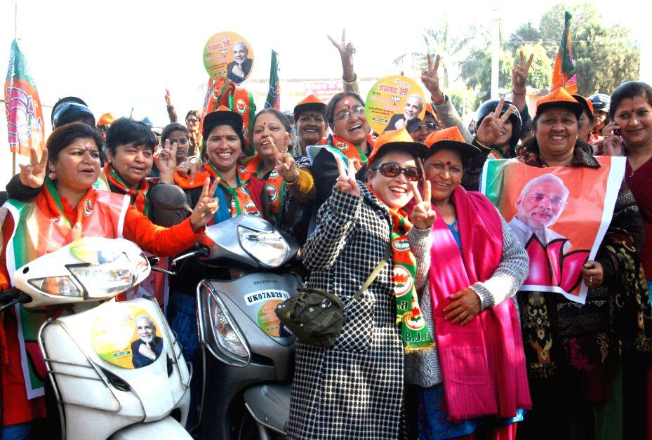 BJP President Rajnath Singh with Punjab Chief Minister Parkash Singh Badal during swearing-in ceremony of newly elected Rajasthan Chief Minister Vasundhara Raje at Rajasthan Legislative Assembly in .. - Parkash Singh Badal and Rajnath Singh