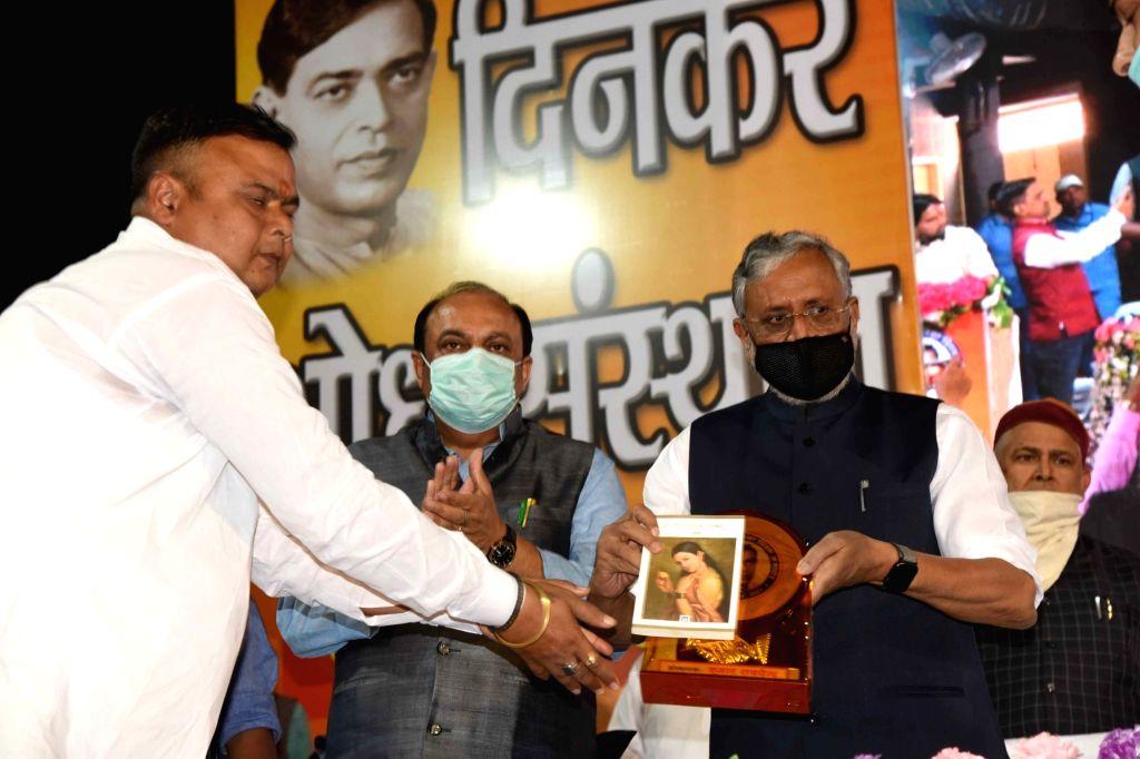 BJP Rajya sabha MP Sushil kumar modi, Deputy CM Tarkishore Prasad and Health Minister Mangal Pandey paying tributes to poet Ramdhari Singh Dinkar on his birth anniversary, in Patna on Friday ... - Mangal Pandey and Ramdhari Singh Dinkar