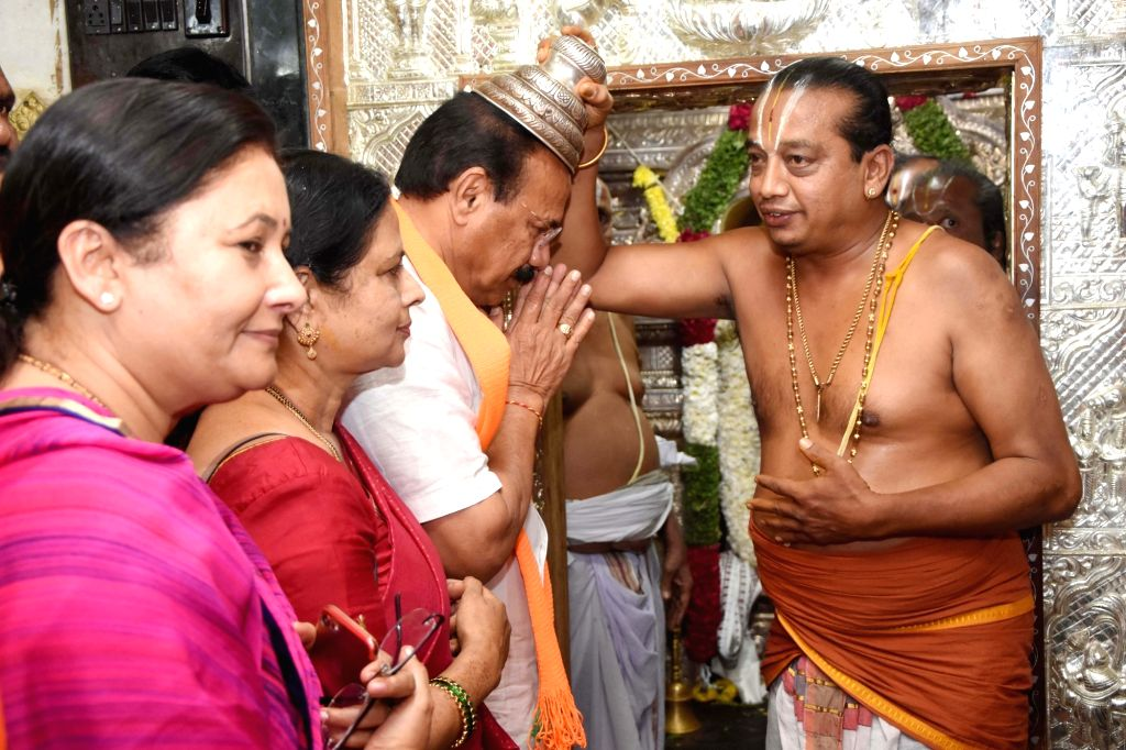 BJP's Lok Sabha candidate from Bengaluru North, D.V. Sadananda Gowda takes blessings from a priest ahead of filing his nomination for 2019 Lok Sabha elections in Bengaluru, on March 25, ...