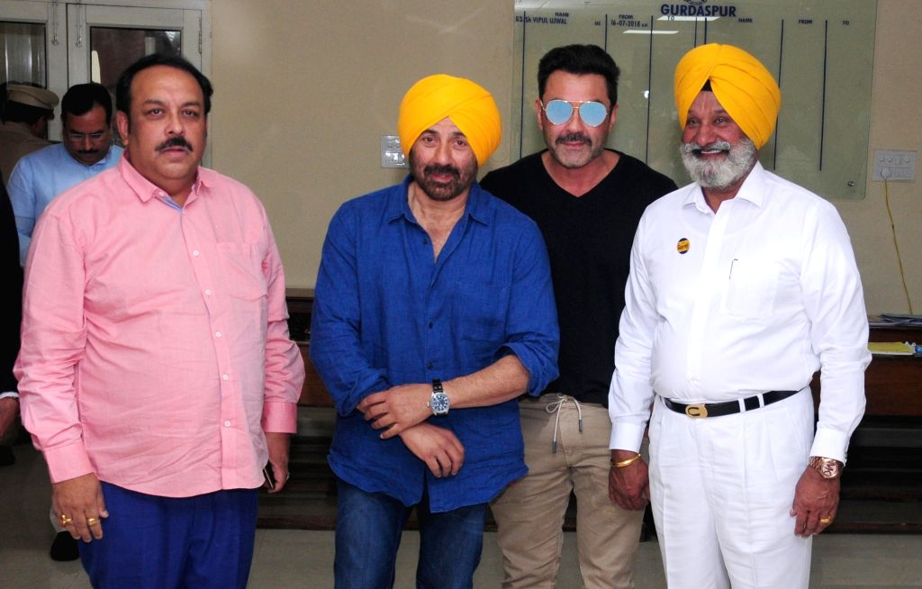 BJP's Lok Sabha candidate from Gurdaspur Sunny Deol accompanied by Punjab BJP chief Shwet Malik and actor Bobby Deol, arrives to file his nomination for the forthcoming Lok Sabha elections ... - Bobby Deol and Malik