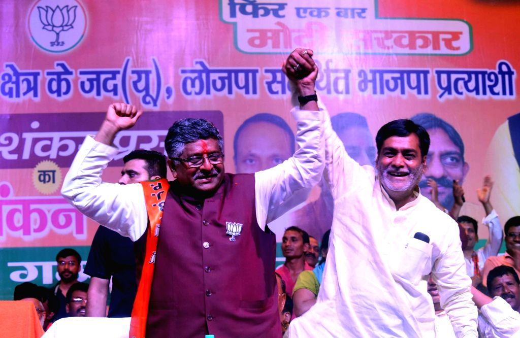 BJP's Lok Sabha candidates, Ram Kripal Yadav (Pataliputra) and Ravi Shankar Prasad (Patna Sahib) during a public rally, in Patna, on April 26, 2019. - Kripal Yadav