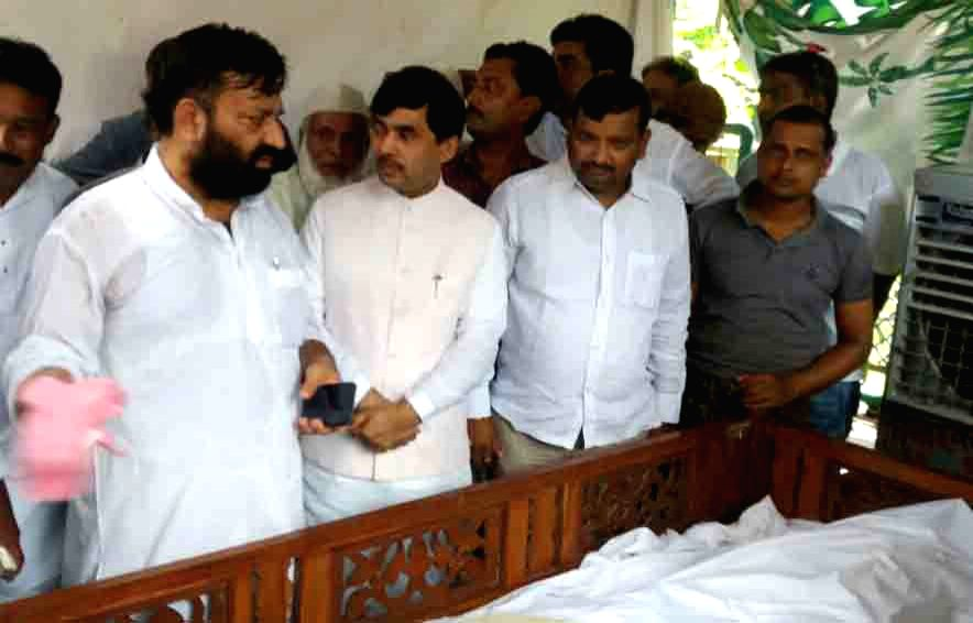 BJP Spokesperson Shahnawaz Hussain during the funeral prayer of RJD MP Mohammed Taslimuddin in Patna on Sept 19, 2017.