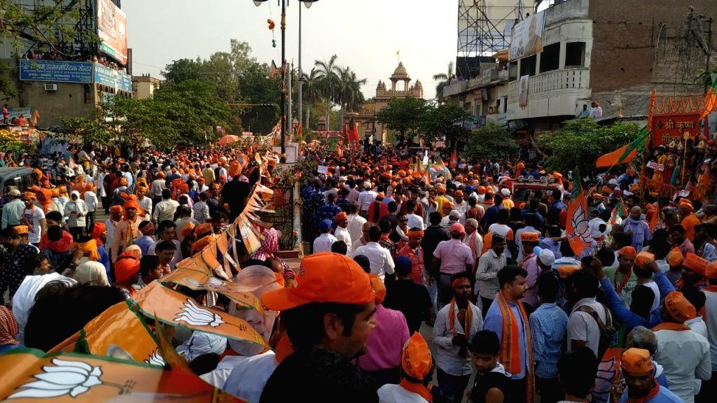 BJP supporters gather to welcome Prime Minister Narendra Modi on his arrival in Varanasi, on April 25, 2019. - Narendra Modi