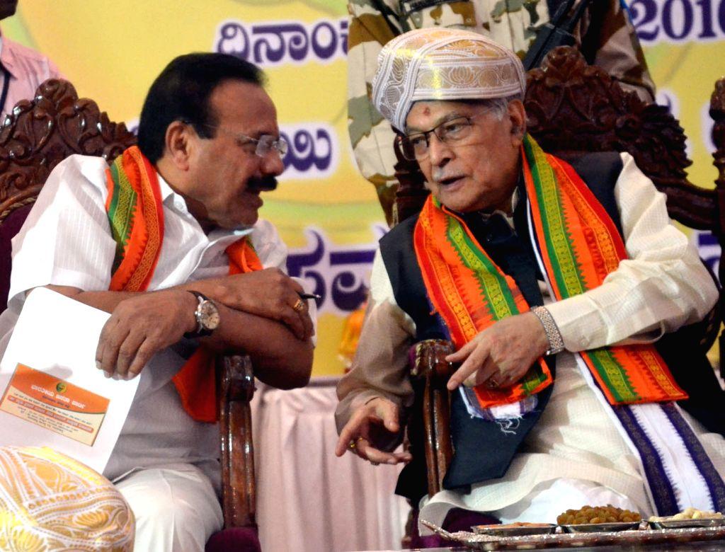 BJP veteran Murli Manohar Joshi during a programme organised on Dr Shyam Prasad Mukherjee's 63rd martyrdom day in Bengaluru on June 25, 2016. - Murli Manohar Joshi and Shyam Prasad Mukherjee