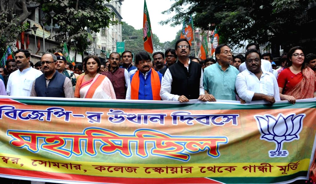 BJP West Bengal chief Rahul Sinha, party leaders Siddharth Nath Singh, actress turned politician Rupa Gunguly, Locket Chatterjee with others take part in a rally during West Bengal State BJP ... - Rahul Sinha, Siddharth Nath Singh and Chatterjee
