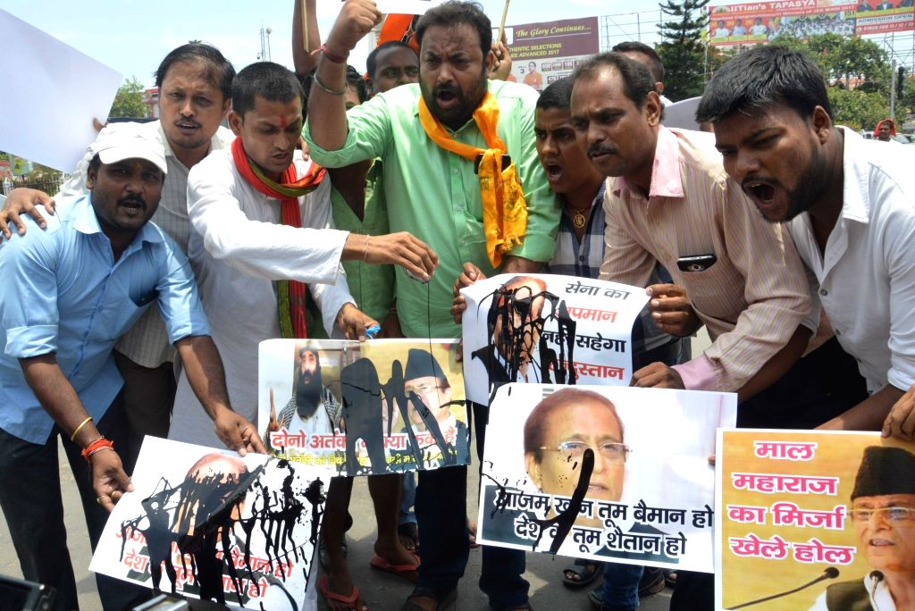 BJP wokers stage a demonstration against Samajwadi Party leader Azam Khan's remarks on Indian Army in Patna on June 29, 2017. - Azam Khan