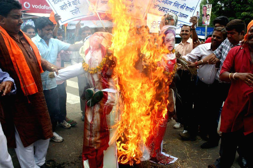 BJP workers burn effigy of Congress leader Digvijay Singh in Bhopal on July 4, 2014.