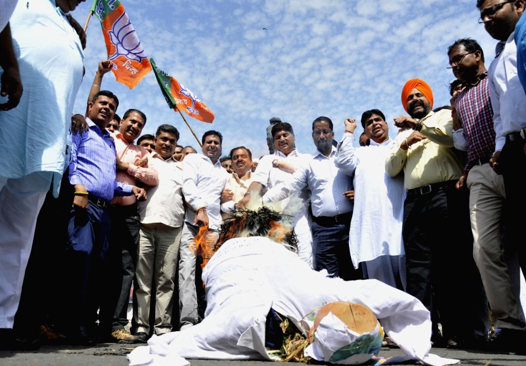 BJP workers burn the effigy of Punjab Chief Minister Amarinder Singh during a protest in Amritsar on Sept 16, 2017. - Amarinder Singh