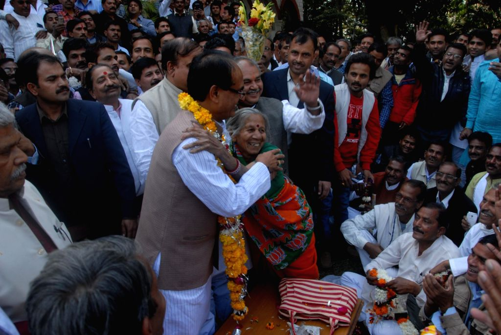 BJP workers felicitate Madhya Pradesh Chief Minister Shivraj Singh Chouhan as the party wins Madhya Pradesh Assembly polls in Bhopal on Dec.8, 2013.