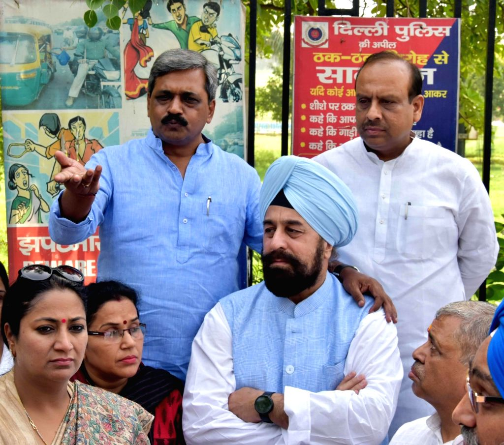 BJP workers led by Delhi BJP chief Satish Upadhyay stage a demonstration against Delhi Chief Minster Arvind Kejriwal at at Rajghat in New Delhi on June 4, 2016. - Satish Upadhyay