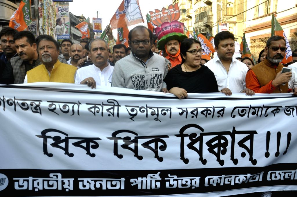 BJP workers led by party leaders Mukul Roy and Locket Chatterjee, stage a demonstration against the West Bengal Government in Kolkata, on Jan 30, 2019. - Mukul Roy and Chatterjee