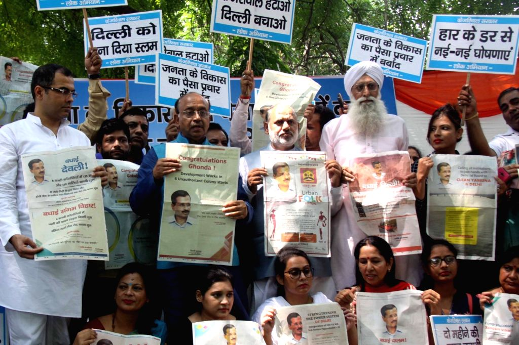 BJP workers led by party leaders Vijay Goel and Parvesh Verma stage a demonstration against Delhi Chief Minister Arvind Kejriwal-led AAP Government over wasting public money in ... - Arvind Kejriwal and Parvesh Verma