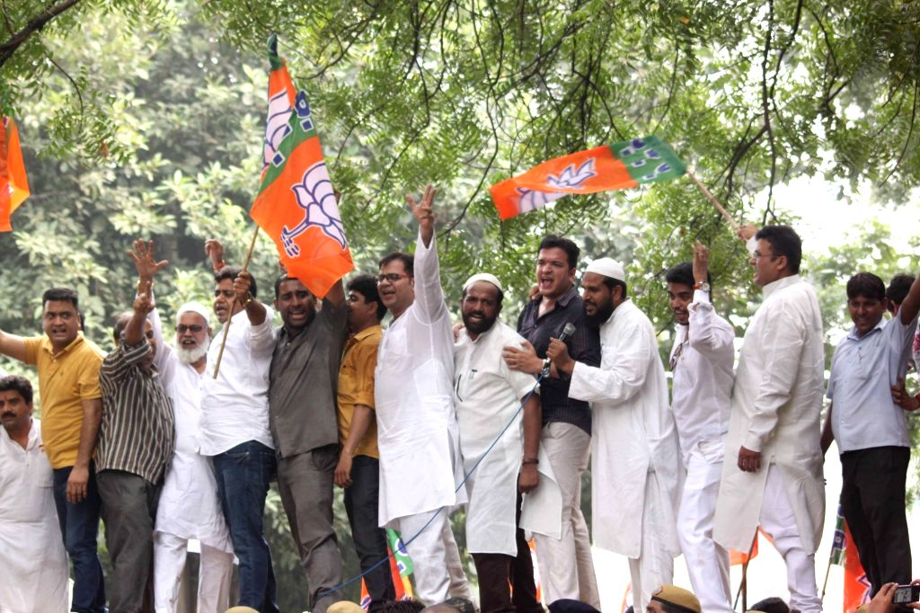 BJP workers led by partys Delhi unit chief Satish Upadhyay stage a demonstration outside Delhi Chief Minister Arvind Kejriwal's residence in New Delhi on Oct 4, 2016. - Arvind Kejriwal and Satish Upadhyay