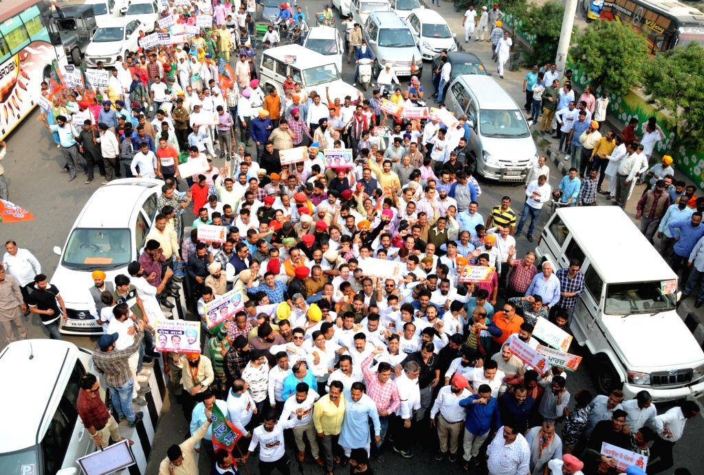 "BJP workers participate in ""Captain Gaddi Chhodo"" Padyatra in Amritsar on Oct 31, 2018. - Gaddi Chhodo"