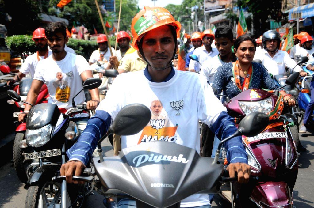 BJP workers participate in the roadshow of Chandra Kumar Bose, Grandnephew of Subhash Chandra Bose and BJP's Lok Sabha candidate from Kolkata South, Chandra Kumar Bose ahead of his filing of ... - Chandra Kumar Bose and Subhash Chandra Bose