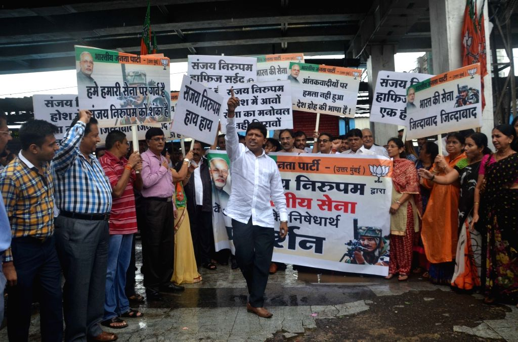 BJP workers stage a demonstration against Congress leader Sanjay Nirupam in Mumbai on Oct 5, 2016.