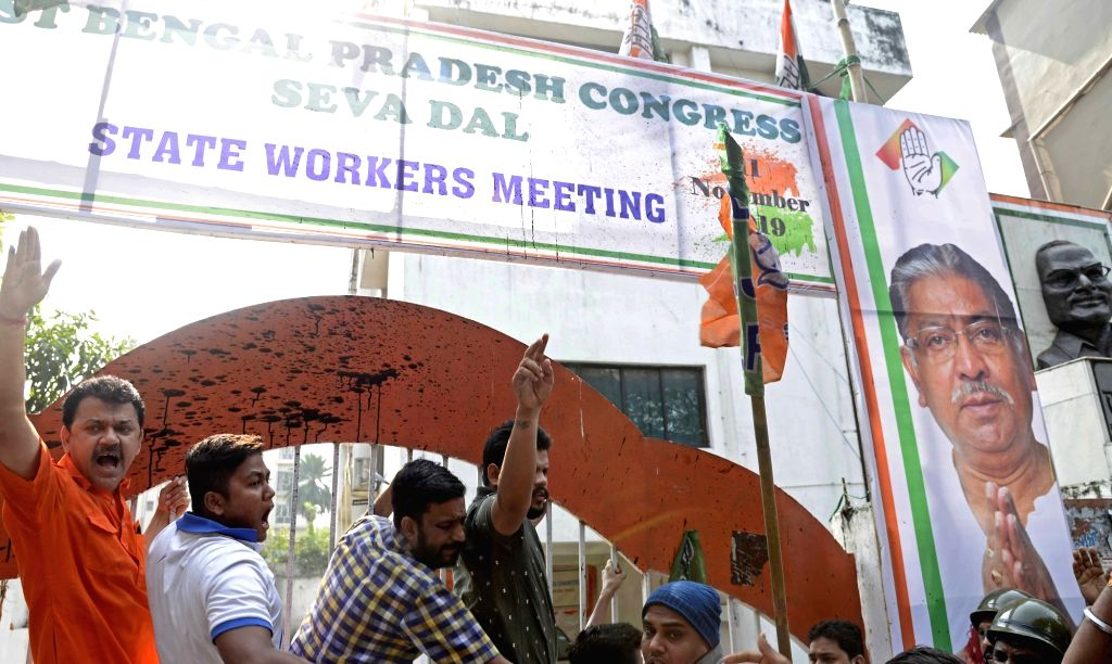 BJP workers stage a demonstration against Congress leader Rahul Gandhi, demanding his apology for his remarks on Rafale verdict, outside the Congress office in Kolkata on Nov 16, 2019. - Rahul Gandhi