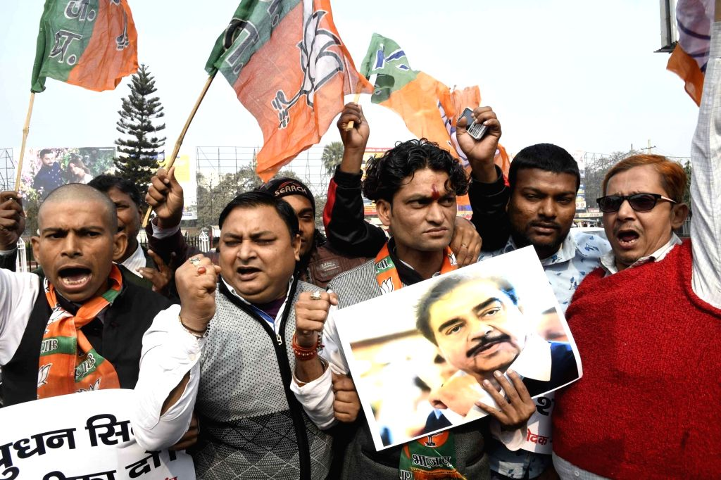 BJP workers stage a demonstration against actor turned politician Shatrughan Sinha in Patna on Jan 20, 2019. - Shatrughan Sinha