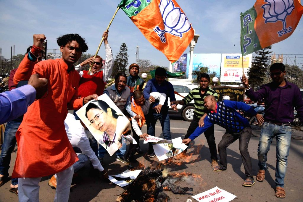 BJP workers stage a demonstration against West Bengal Chief Minister and TMC supremo Mamata Banerjee, Congress President Rahul Gandhi and RJD leader Tejashwi Yadav, in Patna on Feb 5, 2019. - Mamata Banerjee, Rahul Gandhi and Tejashwi Yadav