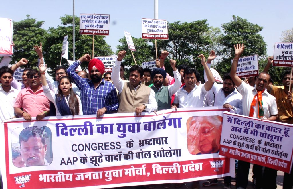 BJP Yuva Morcha activists stage a protest against Delhi Chief Minister Arvind Kejriwal and Congress in New Delhi on April 11, 2017. - Arvind Kejriwal