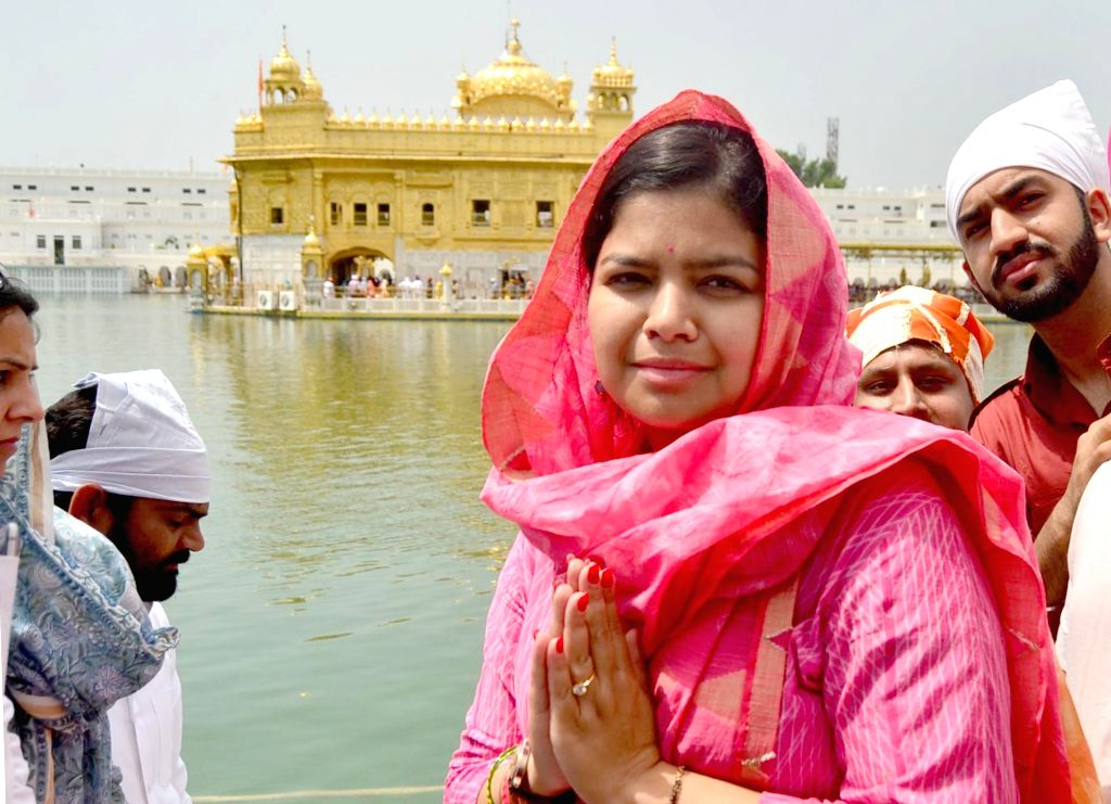 BJYM chief and MP Poonam Mahajan pays obeisance at the Golden temple in Amritsar on Aug 11, 2017. - Poonam Mahajan