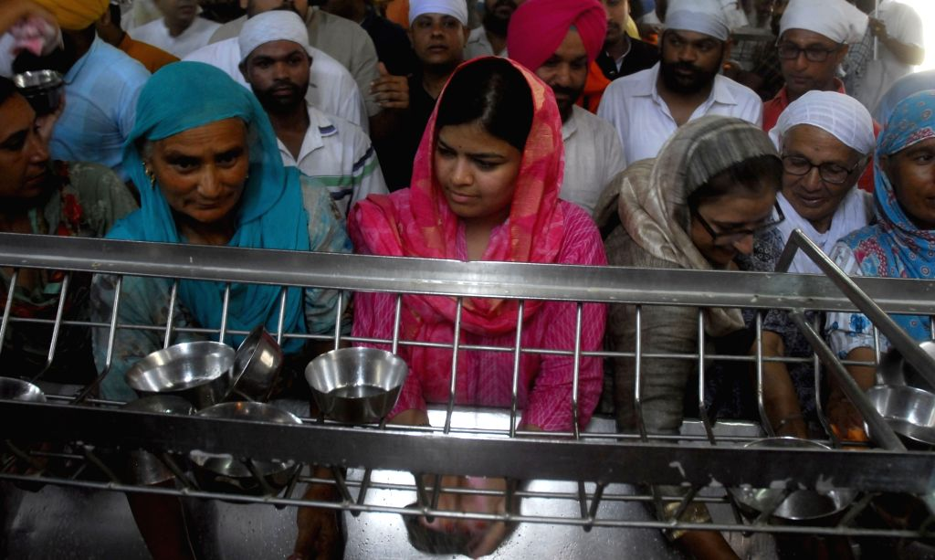 BJYM chief and MP Poonam Mahajan wash used utensils at the Golden temple in Amritsar on Aug 11, 2017. - Poonam Mahajan