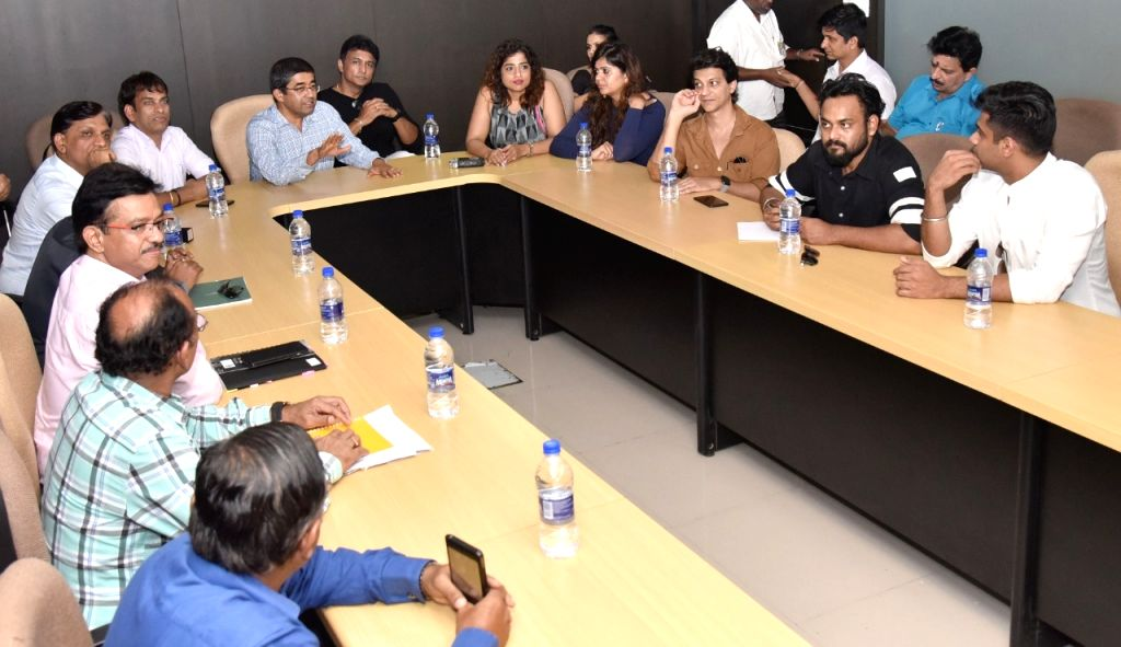 BMC Commissioner Praveen Pardeshi's day out with RJ Malishka Mendonca, Red FM team and Marathi actor Ajinkya Deo, for a tour of Mumbai. - Ajinkya Deo
