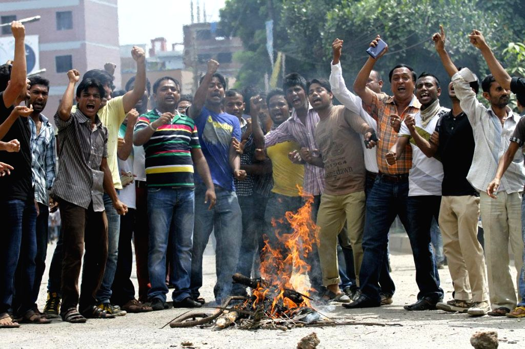 BNP activists demonstrate outside a court in Dhaka, Bangladesh on Sept 3, 2014.