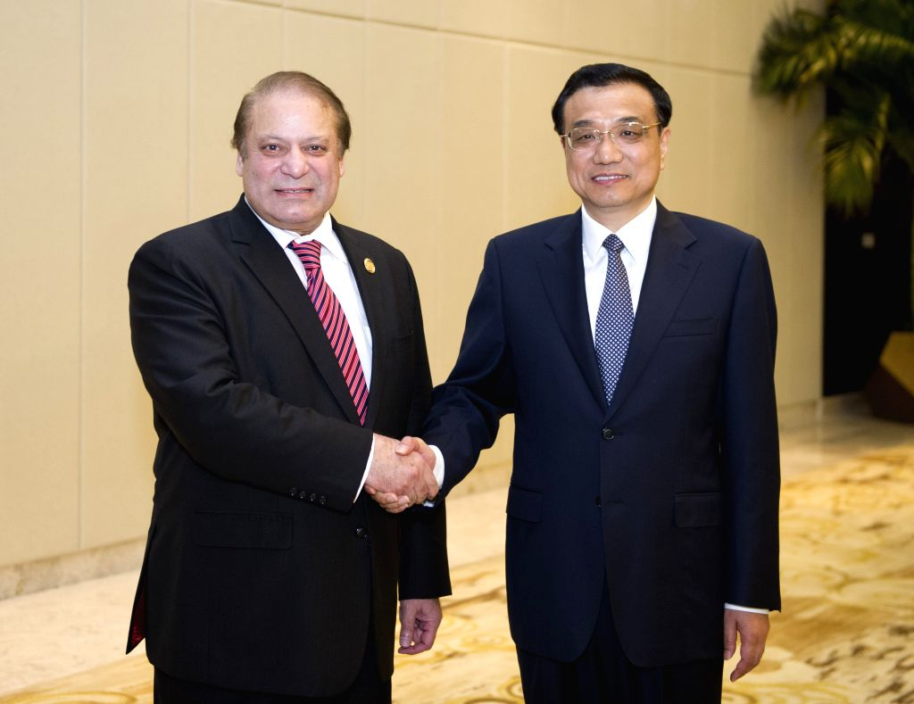 Chinese Premier Li Keqiang (3rd R) meets with Pakistani Prime Minister Muhammad Nawaz Sharif (3rd L), in Boao, south China's Hainan Province, April 10, 2014.  ...