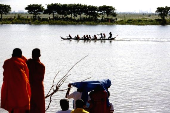 Boat racers take part in a boat racing during the annual Water Festival on a lake in Lavea Em district, Kandal province, about 30 kilometers east of Cambodian capital ...
