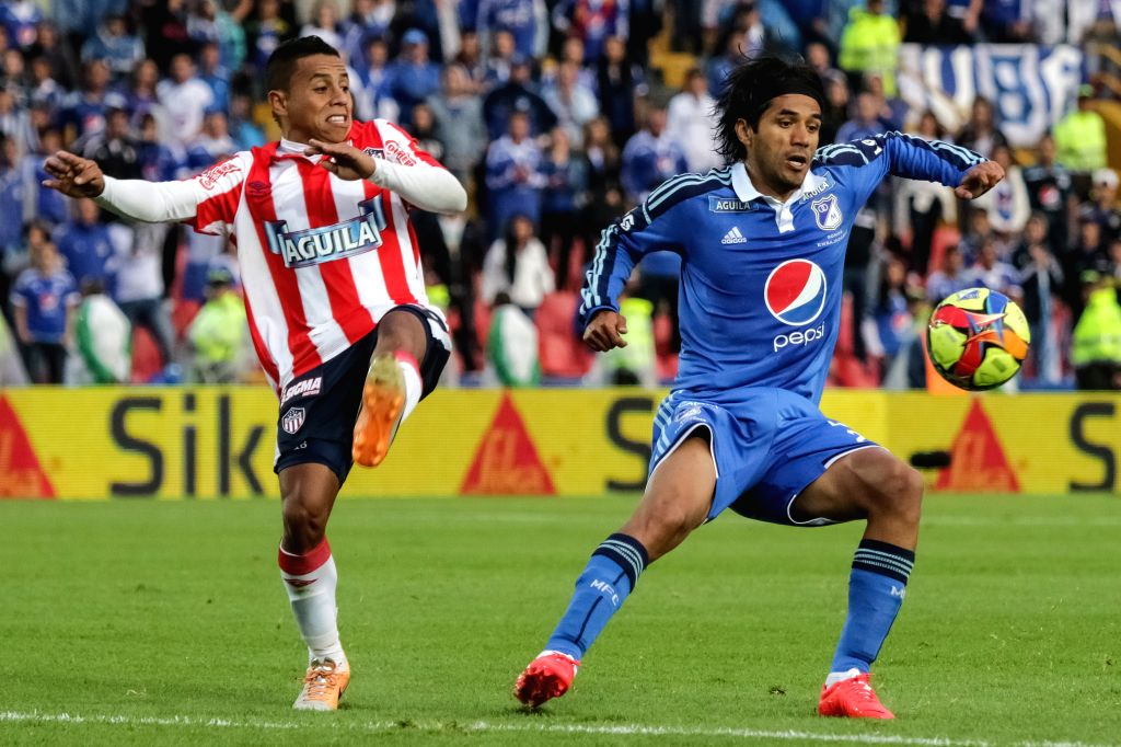 Fabian Vargas (R) of Millonarios vies for the ball with Vladimir Hernandez of Atletico Junior during their semifinal match of Colombian Championship, held at Nemesio .