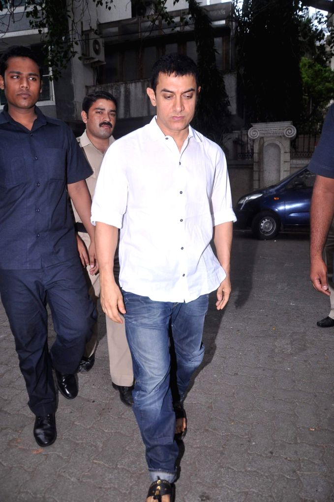 Bollywood actor Aamir Khan at Raju Hirani`s father`s prayer meet. - Aamir Khan