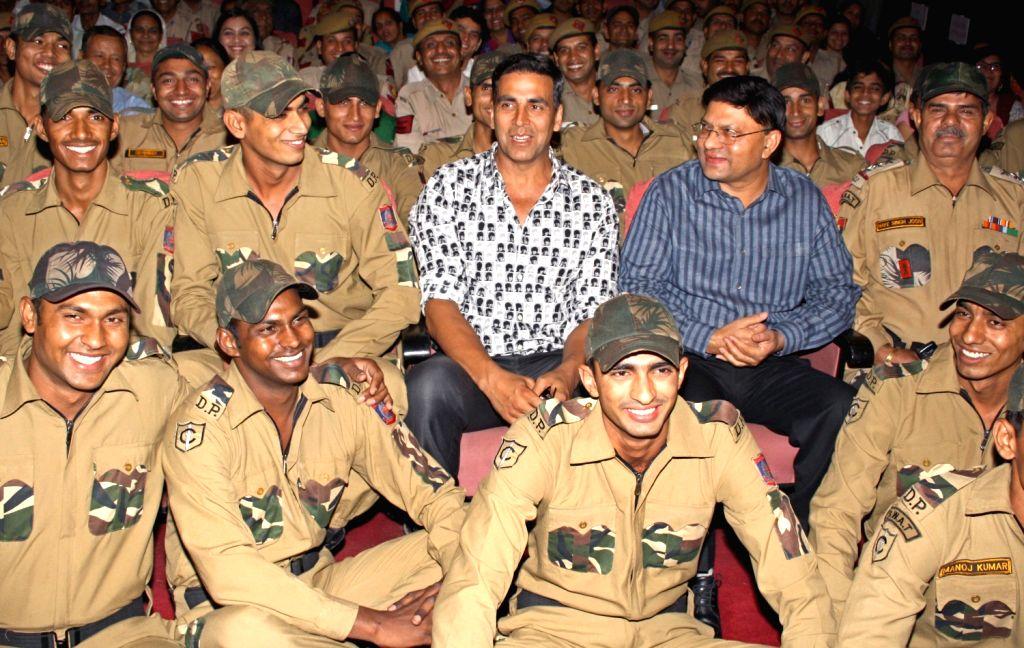 "Bollywood actor Akshay Kumar and Delhi Police Commissioner B K Gupta with Delhi Police Jawans at a special screening of  film ""Rowdy Rathore"", in New Delhi on Wednesday. - Akshay Kumar"