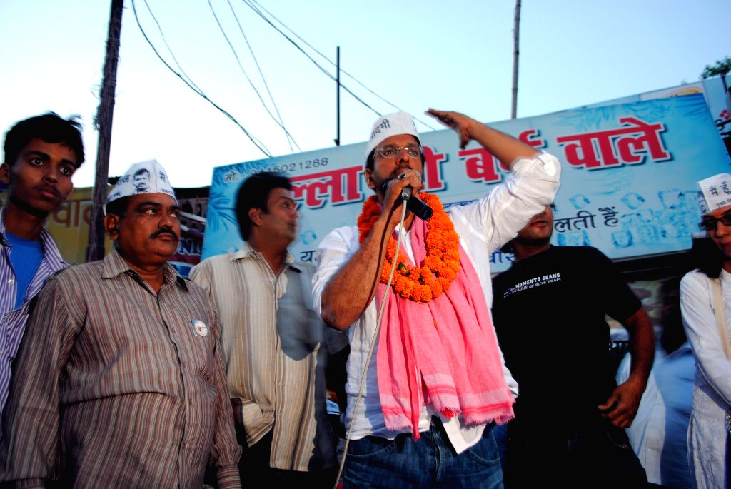 Bollywood actor and Aam Aadmi Party (AAP) candidate from Lucknow Jaaved Jaffrey campaigning in the Alambagh locality of the city on April 17, 2014. He is taking on BJP President Rajnath Singh who ... - Rajnath Singh and Rita Bahuguna Joshi
