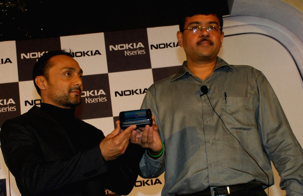"Bollywood actor Rahul Bose prebooks his mobile device ""Nokia N97"" in the presence of Saurav Mukherjee Regional General Manager - East, at a functation in Kolkata on Tuesday 16th June 2009."